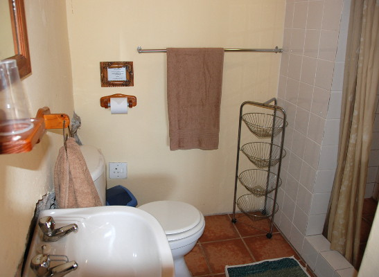 En-suite bathroom for room 4.